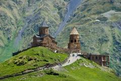 Троицкая церковь в горах Казбеги. Степанцминда. Грузия