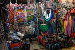 Ночной рынок в Гоа. На улицах Арамболя. Индия