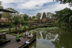 В храме в городе Убуд. Индонезия. Остров Бали.