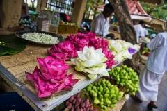 Цветы для подношения Будде. Шри Ланка