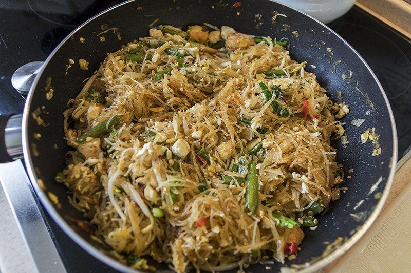 Пад-Тай или лапша по-тайски с морепродуктами.