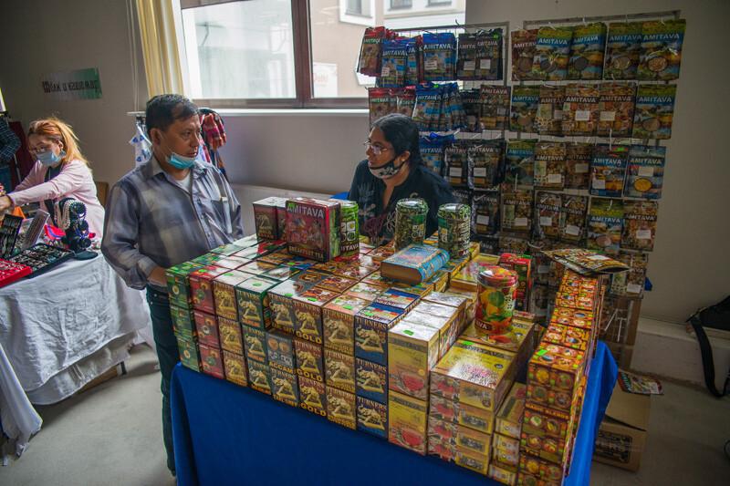 Delhi-базар в Москве в Басманном дворе. Бауманская улица дом 15. Ярмарка индийский товаров.
