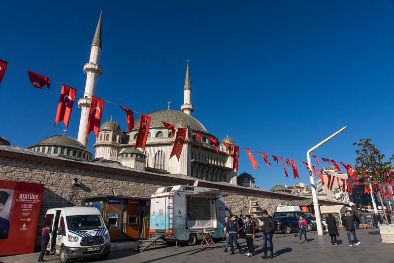 Прогулка по Стамбулу. От Галатского моста до площади Таксим. Пролив Босфор и холм Чамлыджа.
